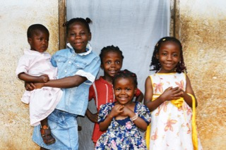 african-kids-all-sisters-smiling