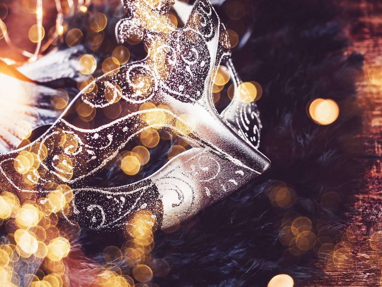 mardi-gras.-vintage-carnival-mask.-top-view