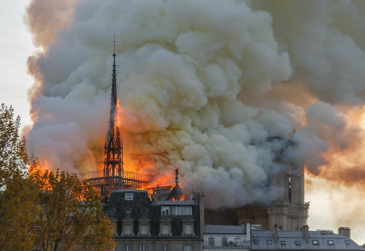 notre-dame-paris-burning